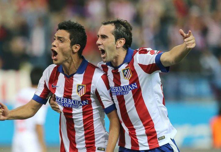 El campeón de España, Atlético de Madrid, se destapó en casa. Raúl Jiménez comenzó el partido en la banca y entró de cambio al minuto 73 para anotar el cuarto gol de su equipo. (EFE)