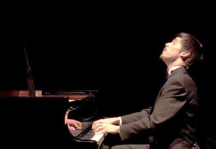 """""""Lo importante es dar y recibir la energía que esta incomparable y bella música clásica ofrece"""", afirmó Gavin Gamboa. (Milenio Novedades)"""