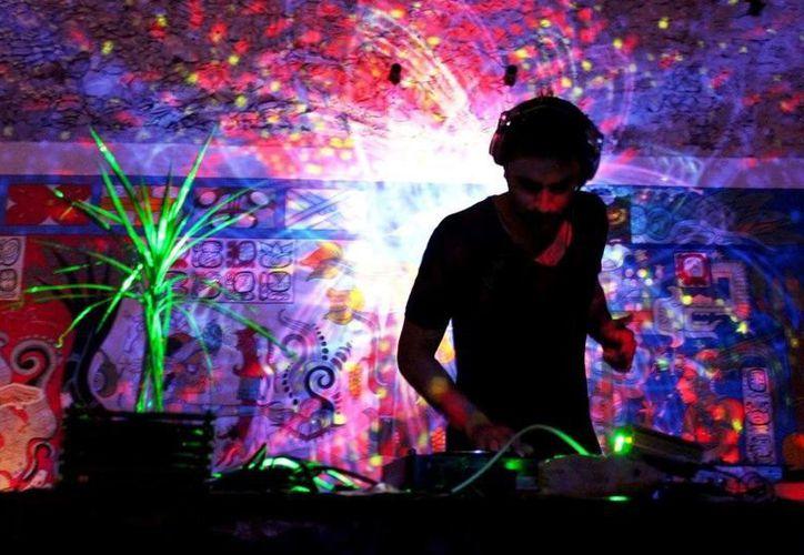 El Dj yucateco Dohko presentó anoche su disco en la ciudad. (Milenio Novedades)