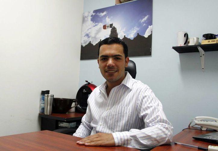 Elías Lixa Abimerhi, regidor de la Comisión de Cultura. (Christian Ayala/SIPSE)