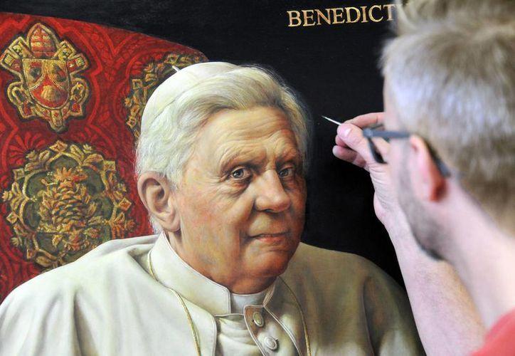 El Artista Michael Triegel realiza un retrato del Papa Benedicto XVI en su estudio en Leipzig, Alemania. (Agencias)