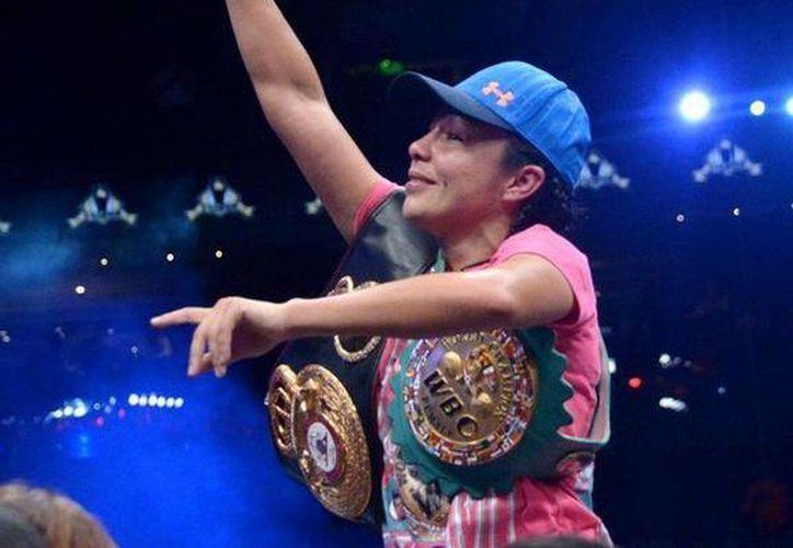 La tijuanense Jackie Nava tardó tres años en reconquistar el título supergallo. (Twitter.com/@AlmamphotoWBC)