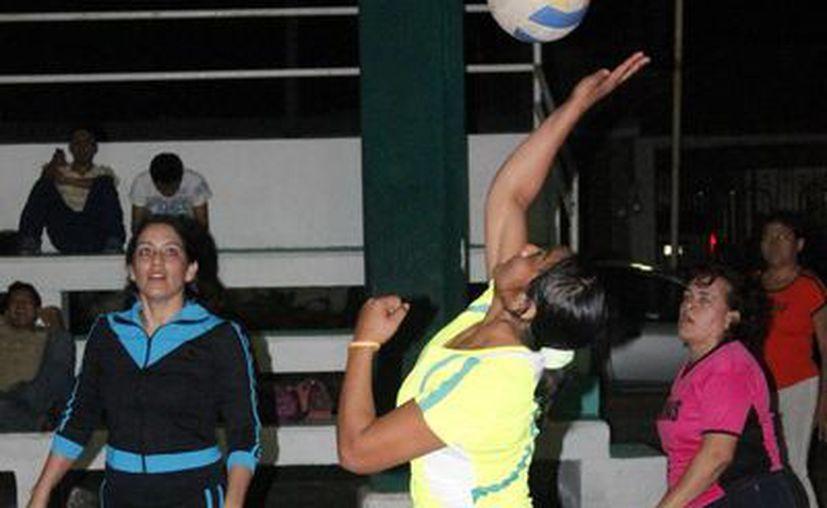 La disputa se llevó a cabo en la cancha del domo ubicado en la Calzada Veracruz. (Miguel Maldonado/SIPSE)