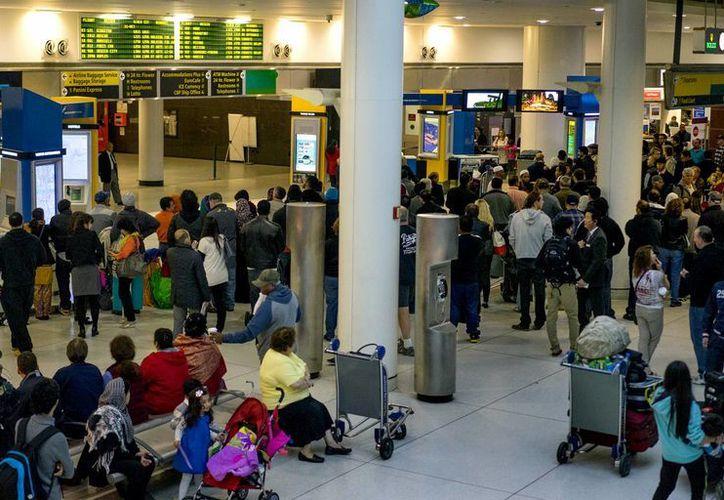 El programa de revisión de pasajeros iniciará en los aeropuertos de seis estados: Nueva York, Pennsylvania, Maryland, Virginia, Nueva Jersey y Georgia. (AP)
