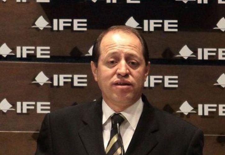 El consejero Baños Martínez aseguró que el IFE revisará a detalle toda la plantilla laboral. (Archivo/Notimex)