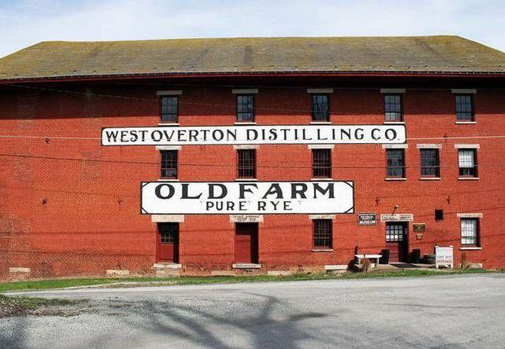 destilería West Overton Distilling Co. produjo el whisky Old Farm Pure Rye en la primera década del siglo XX. (flickr.com)