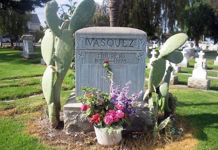 El sepulcro de Vázquez, en Pasadena, cuenta con algunos visitantes fieles. (Agencias)
