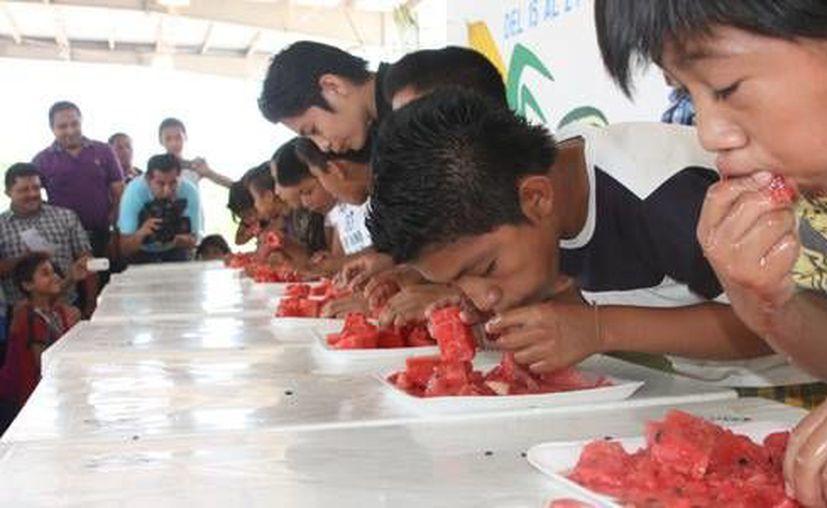 El concurso más esperado por los asistentes fue el del comelón de sandía, en sus categorías infantil y adultos. (Redacción/SIPSE)