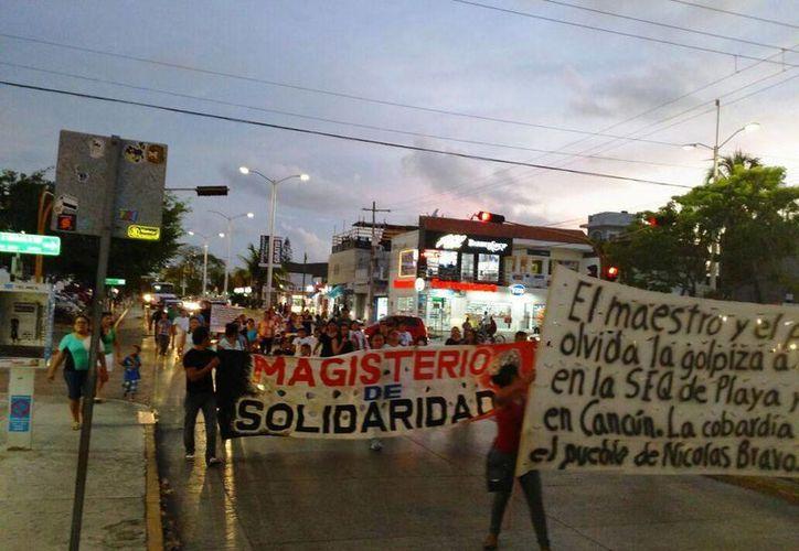Los maestros de Playa del Carmen convocaron a una marcha hoy en contra del proceso de evaluación al que son sometidos. (Daniel Pacheco/SIPSE)