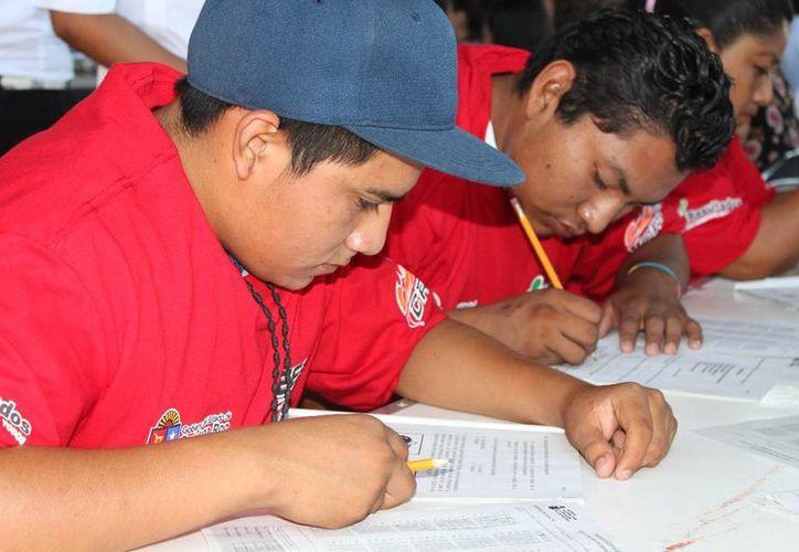 Procuran alfabetizar a 900 personas en lo que resta del año. (Adrián Barreto/SIPSE)