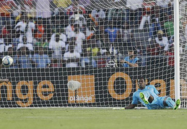 La remontada de Senegal sobre Ghana en la Copa Africana de Naciones comenzó con este gol de Mame Birame Diouf, quien hizo el gol del empate en el primer partido del Grupo C. (Foto: AP)