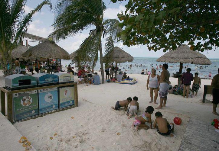 En Quintana Roo esperan la certificación por lo menos de tres playas, una de ellas es Las Perlas y analizan alguna propuesta de Puerto Morelos y Playa del Carmen. (Israel Leal/SIPSE)