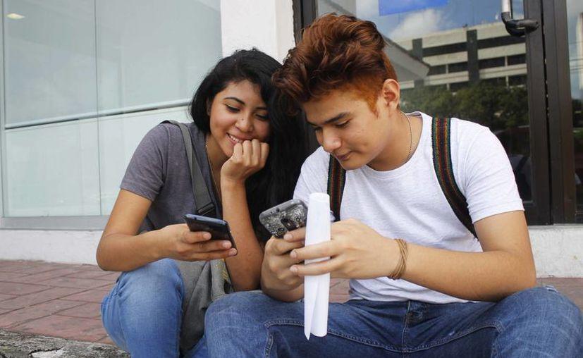Los estudiantes de secundaria y preparatoria van más allá del consumo de entretenimiento. (Yahaira Valtierra/SIPSE)