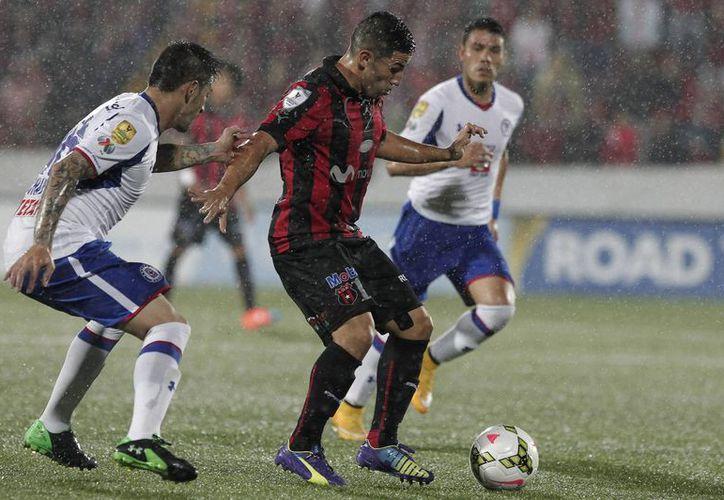 EL Cruz Azul estaba obligado a derrotar al Alajuelense. (Foto: Jam Media)