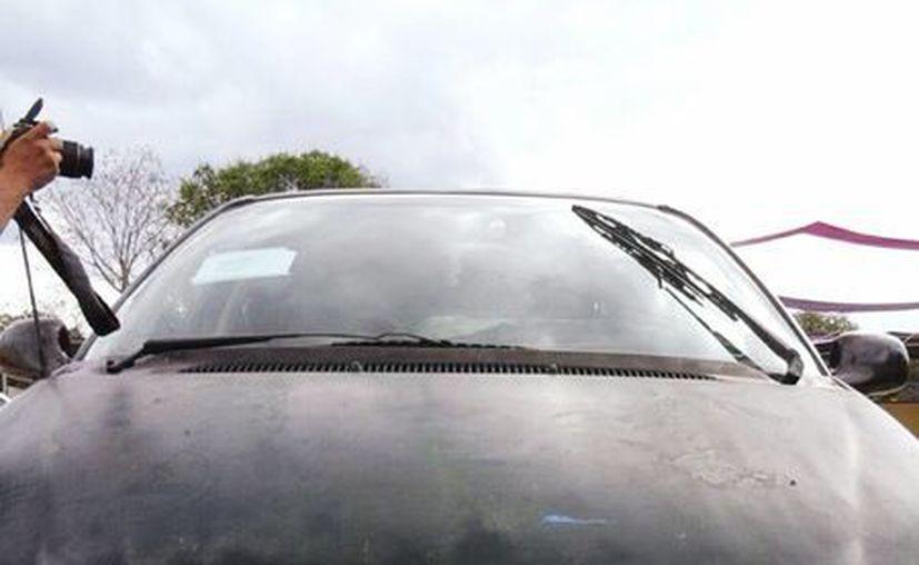 Imagen del vehículo en donde los acusados llegaron a casa de la pareja de esposos a asaltar, en el municipio de Sacalum. (SIPSE)