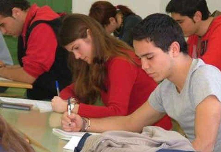 Los estudiantes pidieron la dimisión del maestro. (globovision.com)
