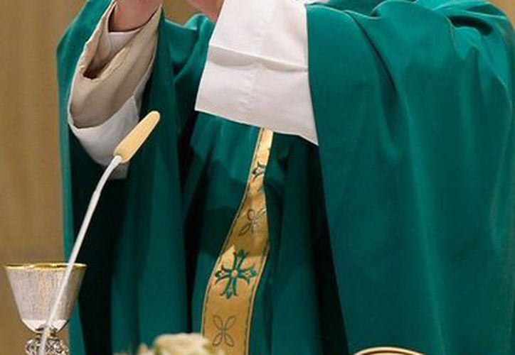 El Papa Francisco permitió a 'cualquier sacerdote' perdonar a las mujeres que se hayan practicado abortos voluntarios, y que se arrepientan de corazón. La imagen corresponde a misa que ofició en El Vaticano. (AP)