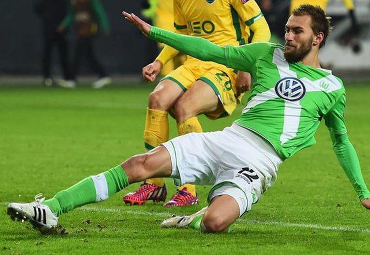 Bas Dost abrió el marcador en la victoria de Wolfsburgo vs Schalke en partido de la Liga alemana. (sportal.de)