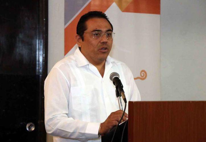 El actual secretario ejecutivo de la Codhey, Miguel Óscar Sabido Santana, busca ser electo por el Congreso del Estado para presidir el organismo.