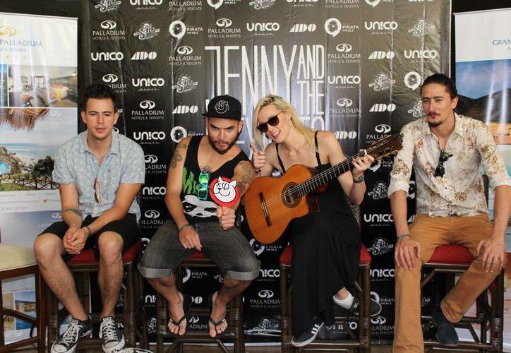La banda Jenny and the Mexicats se presentará hoy en Puerto Morelos. (Faride Cetina/SIPSE)