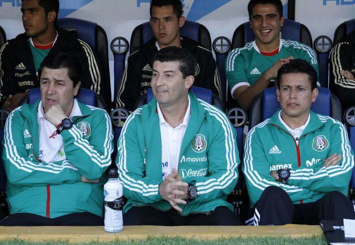 """De la Torre (c) admitió que """"no hemos hecho un buen futbol, a pesar de tener posesión de la pelota y algunas opciones de gol"""". (Archivo Notimex)"""