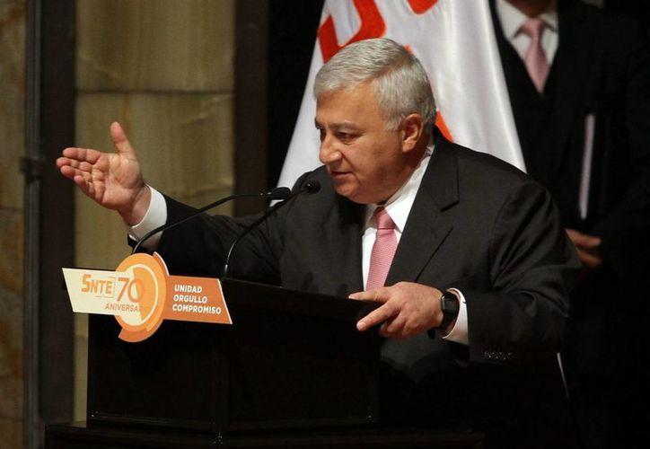 Emilio Chuayffet reconoció la labor Kubli Albertini, que presentó su renuncia al cargo. (Notimex)