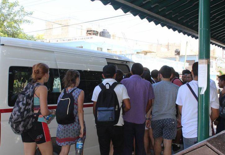El mayor número de pasajeros se observa en algunas horas del día. (Sara Cauich/ SIPSE)