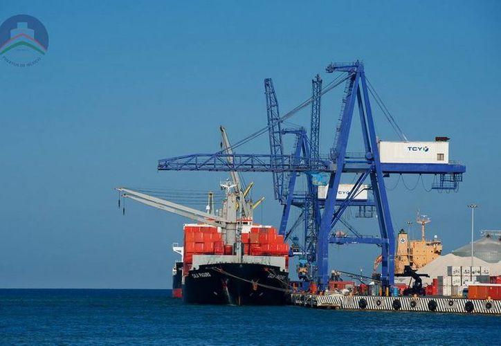 La naviera Hapag Lloyd informó que pronto hará transbordos provenientes de Asia, Europa y el continente americano, mediante sus rutas transpacífico, transatlántico e intraméricas.  (puertosyucatan.com)