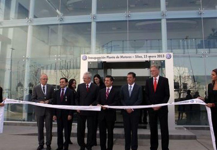 El presidente Enrique Peña Nieto inauguró la planta de motores de Volkswagen, la número 100 a nivel mundial de la empresa. (Notimex)