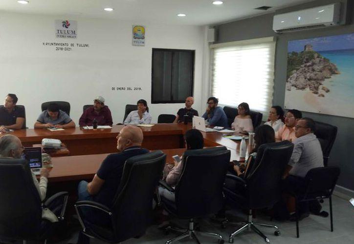 Las autoridades se reunieron para los preparativos del evento. (Sara Cauich/SIPSE)