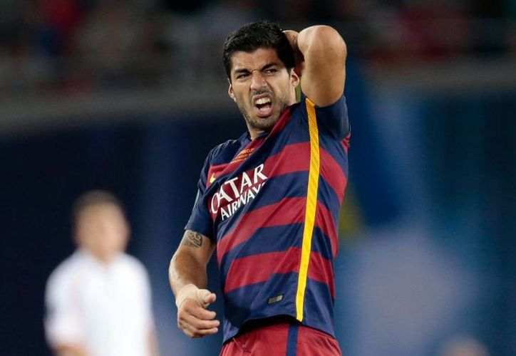 El delantero uruguayo del Barcelona, Luis Suárez está en la terna final para mejor jugador de la UEFA, junto con Lionel Messi y Cristiano Ronaldo. (AP)