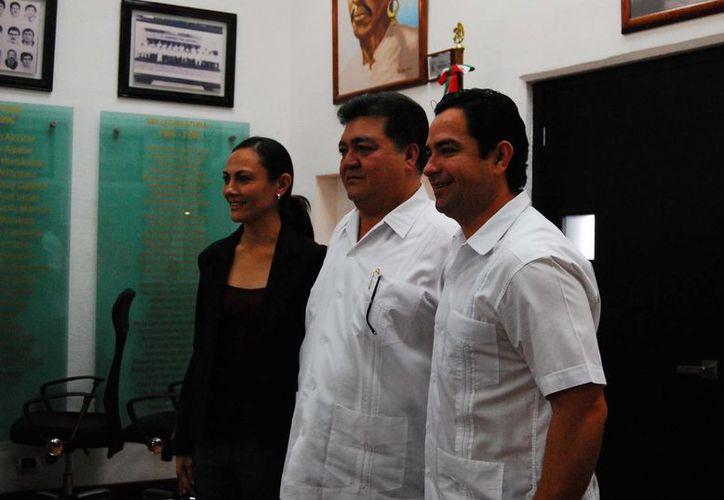 José Luis Toledo Medina y Arlet Mólgora Glover presentaron su licencia temporal a las diputaciones locales correspondientes. (Harold Alcocer/SIPSE)