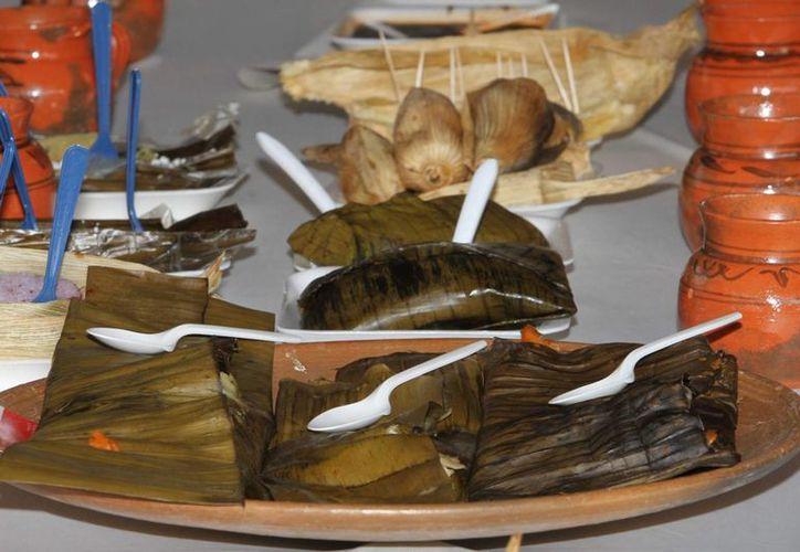 En México todos los dos de febrero se festeja el Día de la Candelaria. La tradición marca que quienes encuentran a los niños en la Rosca de Reyes deben invitar los tamales y el atole a los amigos y familiares. (Imágenes de Notimex)