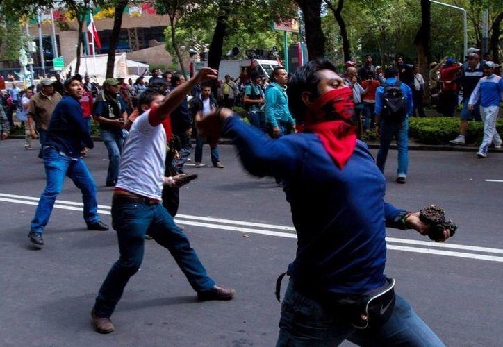 Autoridades señalaron que al menos 15 policías resultaron heridos en el enfrentamiento. (Notimex)
