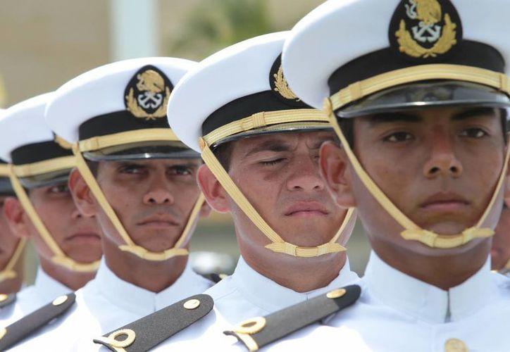 Los marinos gozan de la confianza de un 84 por ciento de los mexicanos; detrás se ubica el Ejército. (Archivo/Notimex)