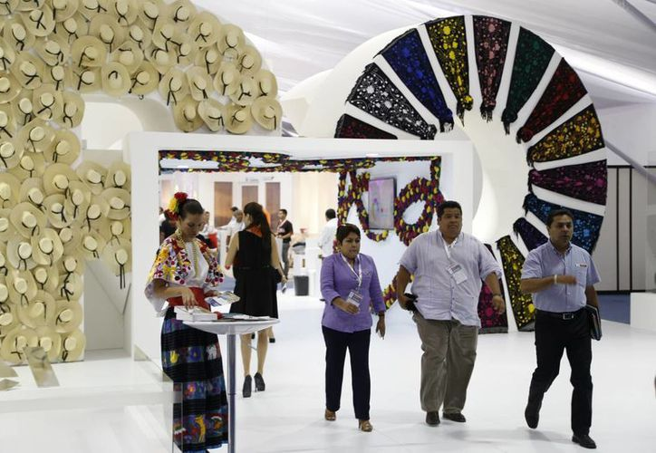 El Centro de Convenciones de Cancún al mes atiende a dos mil turistas. (Israel Leal/SIPSE)