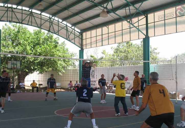 También participaron abuelitos de Cozumel, Playa del Carmen, Puebla y Yucatán. (Raúl Caballero/SIPSE)