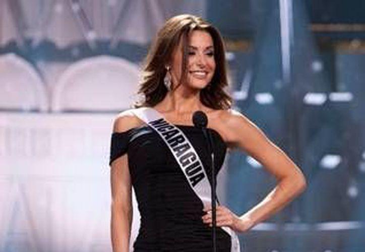 Nastassja Bolívar ganó en la categoría de mejor traje nacional en Miss Universo 2013. (telemundochicago.com)