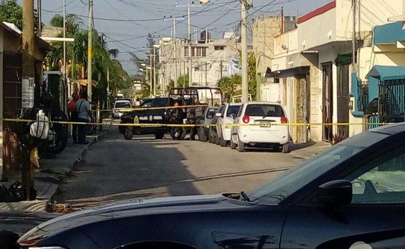 Dejaron la cabeza y partes de extremidades sobre un vehículo. (Eric Galindo/SIPSE)
