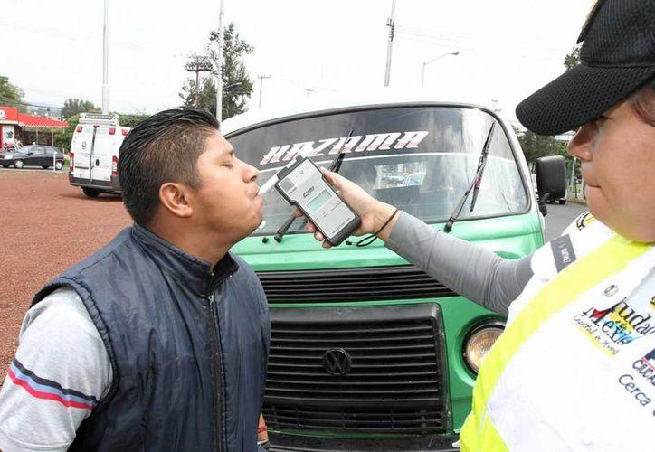 Será en mayo cuando el muncipio de Naucalpan establezca la prueba de alcoholemia que ya se aplica en casi todo el país. (Archivo Notimex)