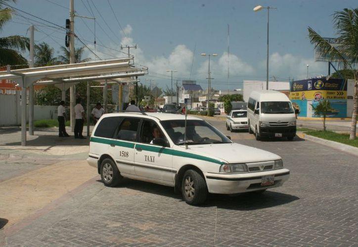 Se espera que el taxímetro comience a operar a principios de marzo en tramos cortos, principalmente desde del centro de Cancún para medir los trayectos. (Israel Leal/SIPSE)