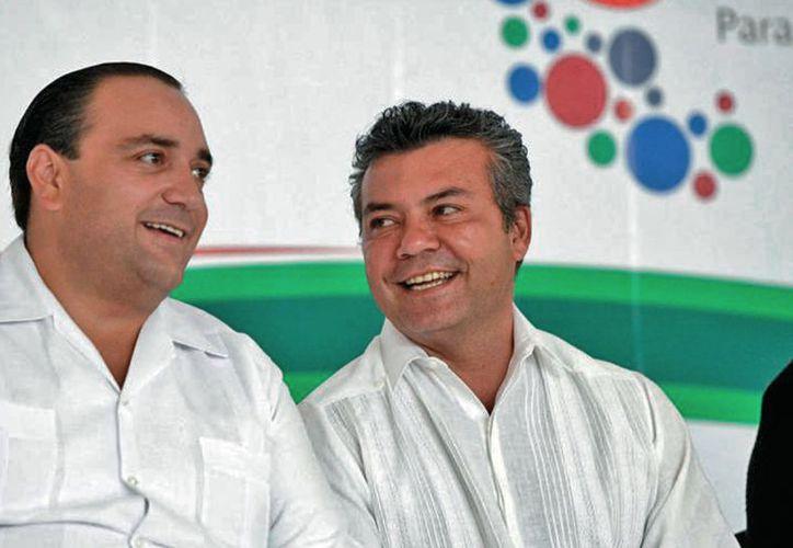 Mauricio Góngora Escalante (derecha), ganaba $118 mil 936 al mes como secretario de Hacienda. Era muy cercano a Borge. (Redacción/SIPSE)