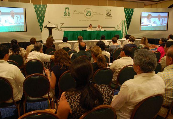 José Fernando Franco González Salas ofreció la conferencia magistral Origen y desarrollo de la justicia constitucional electoral en México. (Tomás Álvarez/SIPSE)