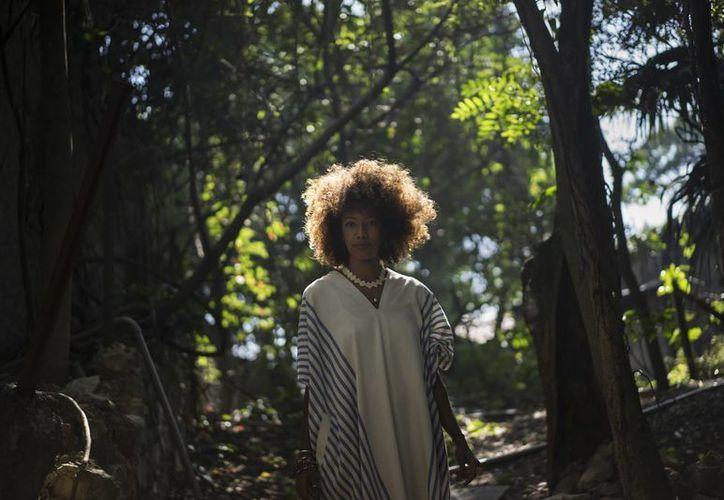 Imagen de Juliana Luna, de 29 años, quien es uno los pocos brasileños elegidos para trabajar recientemente en un documental que usa muestras de ADN para rastrear las conexiones con sus ancestros de África. (Agencias)