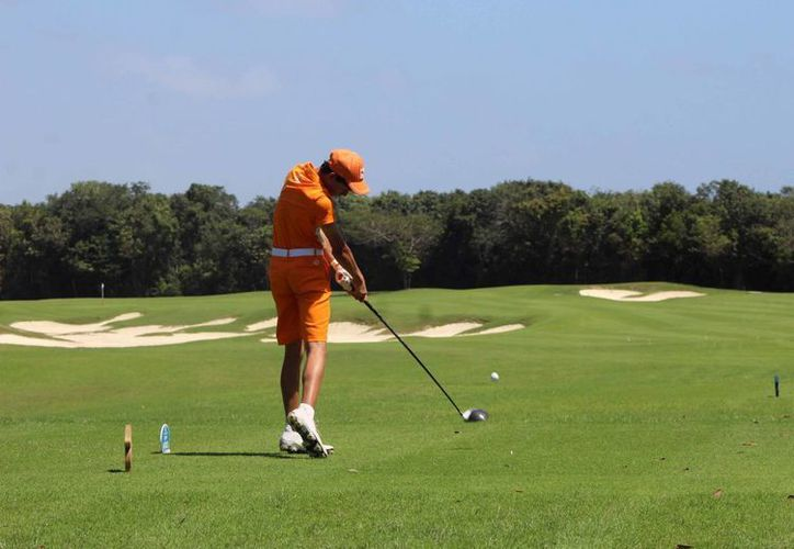 El campo de golf de Puerto Cancún será la sede para los golfistas menores de 7  años. (Raúl Caballero/SIPSE)