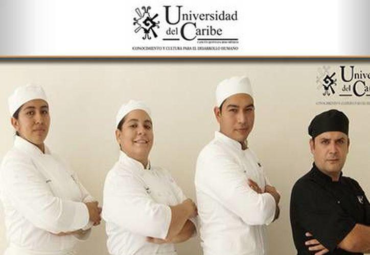 Tres alumnos y dos docentes de la Universidad del Caribe forman el equipo para la competencia. (Tomás Álvarez/SIPSE)