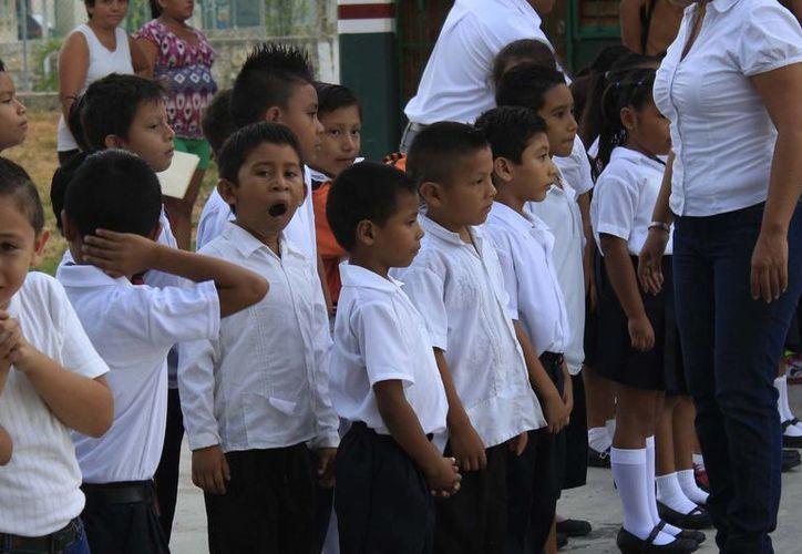 Al menos 240 grupos de nivel básico del Estado, regresarán a clases sin un maestro 'idóneo' en el aula. (Harold Alcocer/SIPSE)