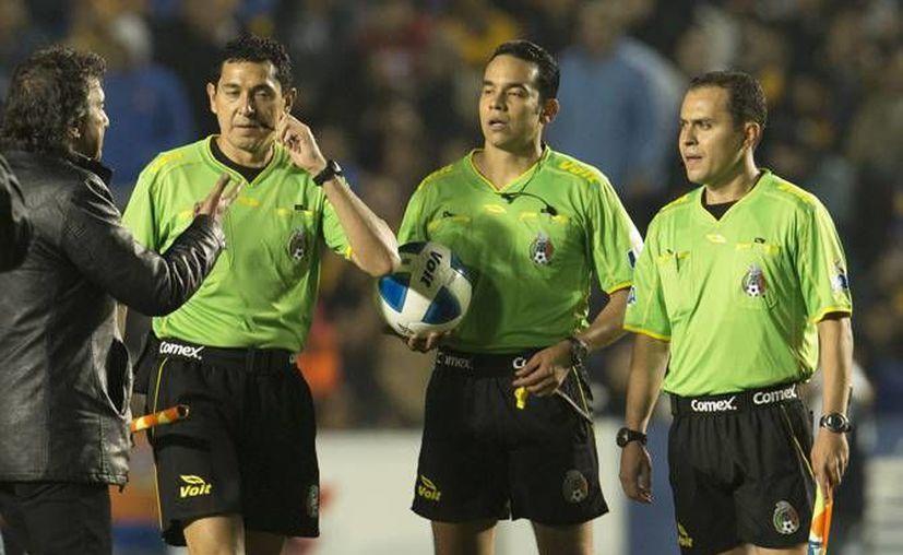Las agresiones a árbitros o representantes del arbitraje han sido un común en el futbol mexicano, por lo que se ha pedido un cambio en las sanciones a los directivos o figuras del medio futbolístico que caigan en este tipo de comportamientos. (Archivo Mexsport)