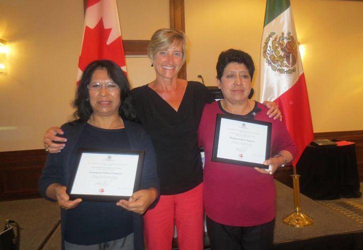 Las hermanas Galicia fueron las primeras mujeres que aprovecharon el Programa de Trabajadores Agrícolas Temporales para viajar a Canadá. (Notimex)