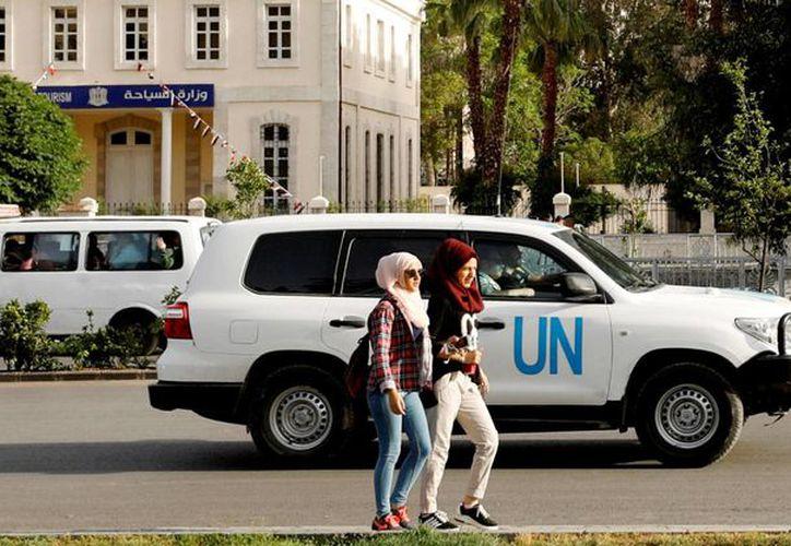 Los inspectores se transportan en vehículos de Naciones Unidas. (Reuters)